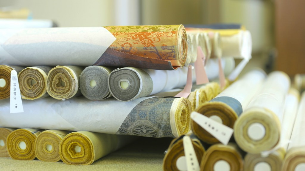 They made hanging scroll material, tie and kimono fabric regularly.